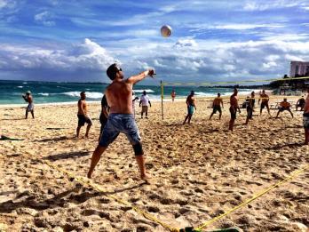 Elijah-Medge-volleyball