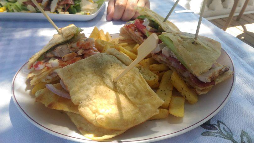 dove mangiare a Rodi_taverna sulla spiaggia