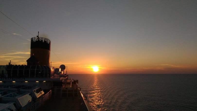 Crociera sul Mediterraneo al tramonto