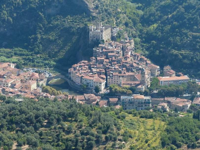 Dolceacqua in Liguria, vista dall'alto