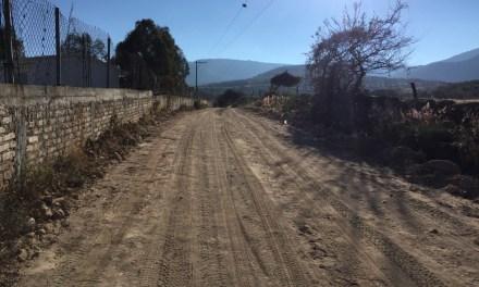 Entregan camino de tierra en Manuel Doblado