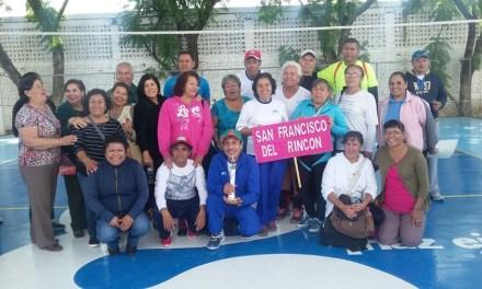 Adultos mayores de San Francisco, ganan torneo de cachibol