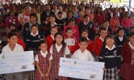 Más de 600 estudiantes reciben becas en San Francisco del Rincón