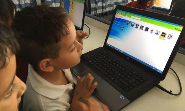 Llevan biblioteca móvil a comunidades de Purísima