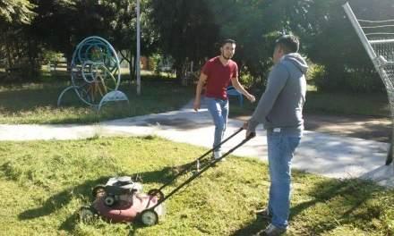 Jóvenes de San Francisco dan mantenimiento a parque