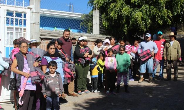 Llevan diversos programas a comunidad de Manuel Doblado