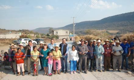 Continua la rehabilitación de entradas a comunidades de Manuel Doblado
