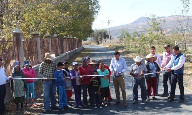 Rehabilitan acceso a comunidades de Manuel Doblado