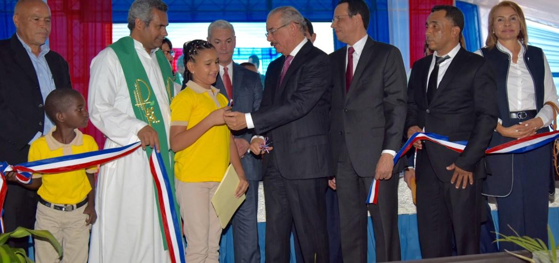 Presidente Danilo Medina entrega en Dajabón cuatro centros educativos, dos de ellos liceos.