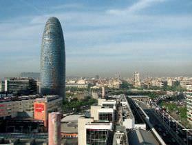 El proyecto hotelero de la Torre Agbar escapa a la moratoria barcelonesa.