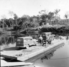 Balsa sobre o rio Pimenta Bueno anos 70