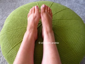 crochet green pouf cover by ellisabeth andrée