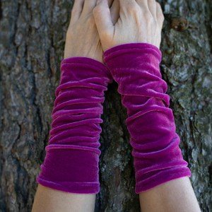 Wrist warmers purple velvet