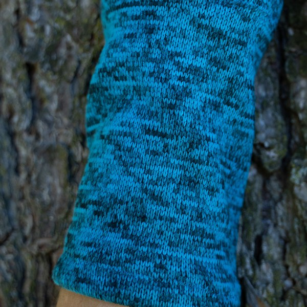 wrist warmers turquoise:blue close-up