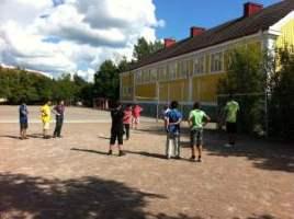 Det var på fotbollsplanen utanför Markusskolan i Avesta som en person blev utsatt för grov misshandel. Foto: avesta.se