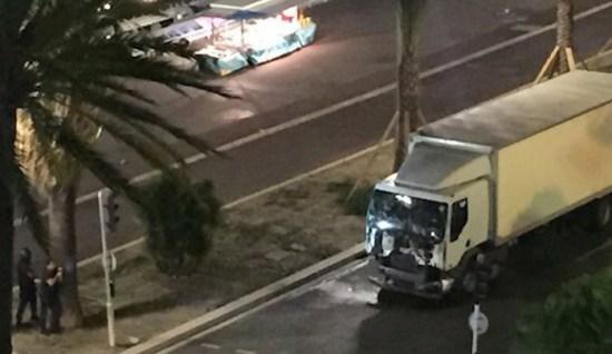 Lastbilen som dödade minst 84 människor i Nice Copyright: Jihad Watch