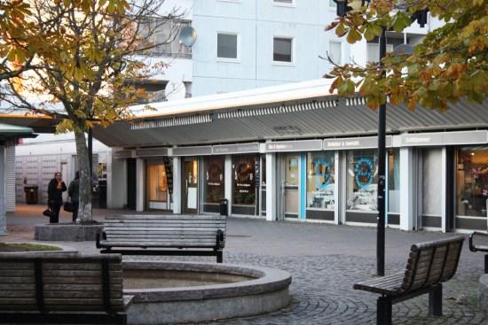 Två mordförsök äger rum i Husby i nordvästra Stockholm den 20 september. Bild: husbycentrum.se