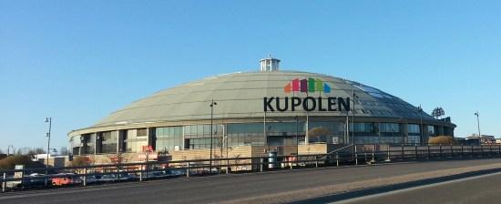 En invandrarkvinna blev misshandlad av en man och en kvinna utanför köpcentrat Kupolen i Borlänge. Bild: Wikimedia Commons