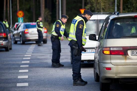 Poliser på uppdrag Foto: Polisen