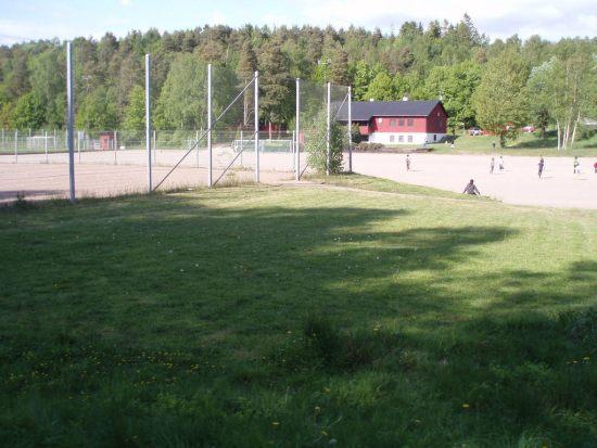 Det var här vid fotbollsplanen vid Lövgärdet i Göteborg som en 20-årig man sköts till döds. Bild: picssr