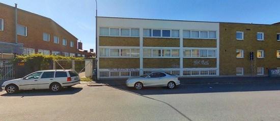 Det var i det här huset på Norra Grängesbergsgatan i Malmö som en muslimsk bönelokal sattes i brand. Foto: hitta.se
