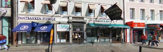 Det var utanför den här kebabrestaurangen som den 25-årige mannen blev nedskjuten. Foto: hitta.se