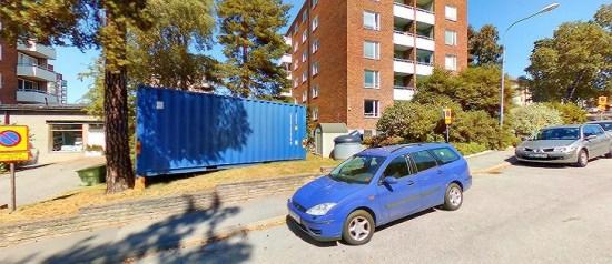 Det var här på Högnäsvägen på Li dingö som en ung kvinna blev misshandlad och rånad. Foto: hitta.se