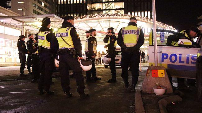 Firar polisen pask griper brottslingar samtidigt