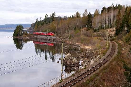 En man i Nedansjö utanför Sundsvall misshandlar en kvinna och tvingar polisen att skjuta varningsskott för att polisen ska kunna gripa honom. Bild: postvagnen.se