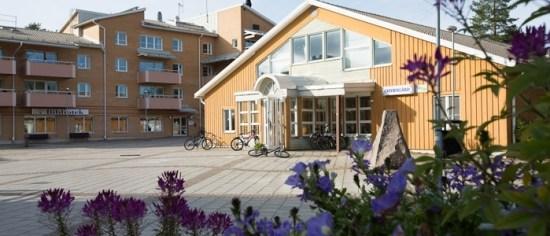 En ung man blev knivskuren till döds här i Morö backe i Skellefteå. Bild: skebo.com