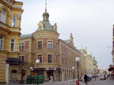 En 31-årig man knivskars natten till den 17 september 2016 här i centrala Köping. Bild: koping.se