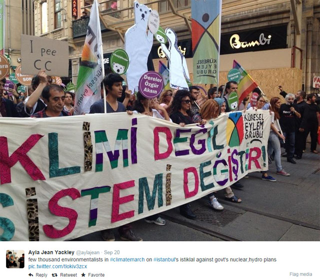 Photo People's Climate March with banner: Istanbul.