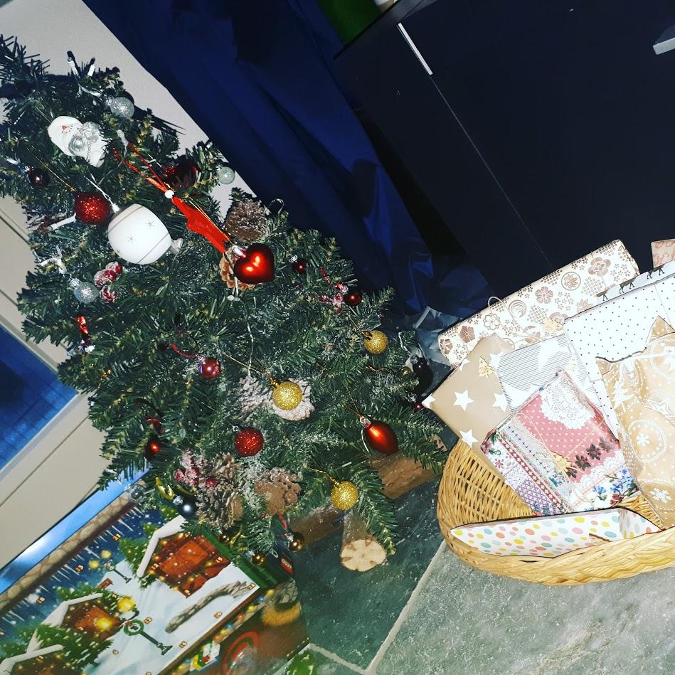 kerstboom met adventkalenders