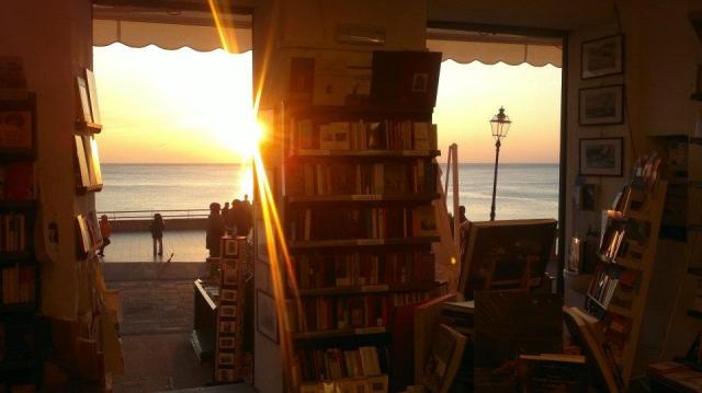 Libreria-Ultima-Spiaggia-mare livia.preview