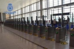 Detienen a dos personas en el aeropuerto cuando intentaban salir de España usando documentación falsa