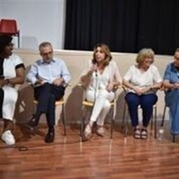 Susana Díaz destaca la importancia de las asociaciones feministas contra la violencia machista