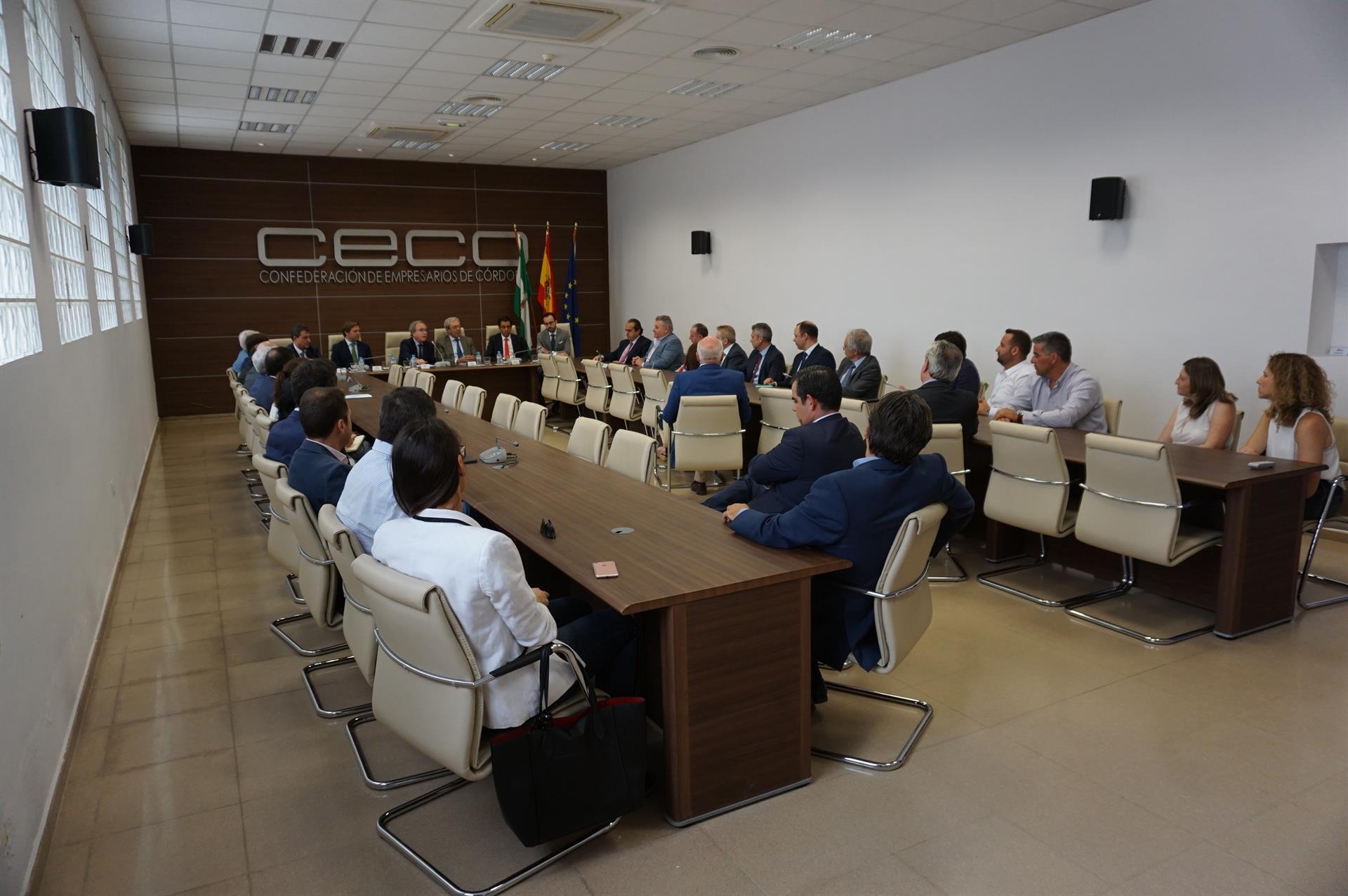 El consejero de Economía se reúne con más de 30 empresas cordobesas en CECO