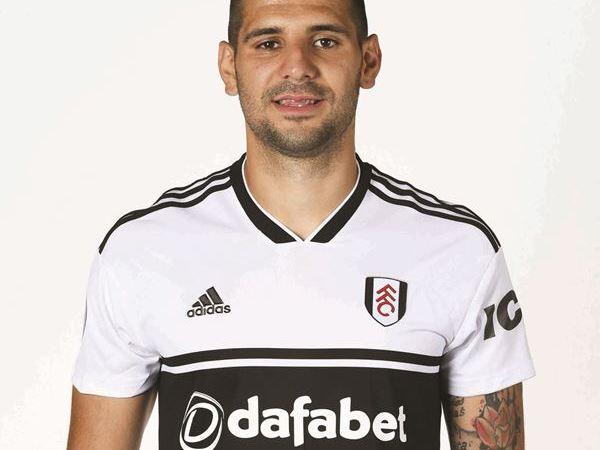 El Real Betis negocia con el Fulham por Aleksandar Mitrović