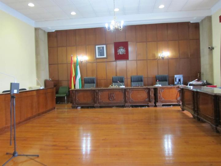 La Audiencia juzga a dos jóvenes acusados de agredir sexualmente a una menor en un portal