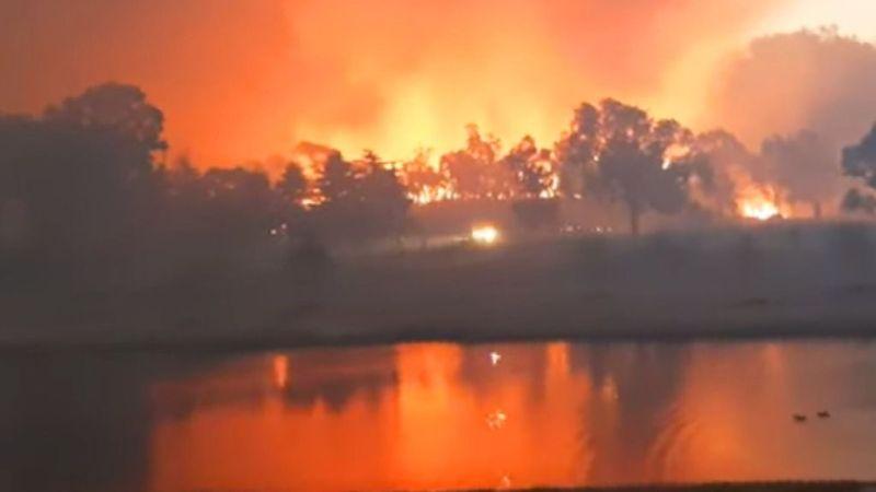 Australia lucha contra los incendios forestales y se prepara para condiciones 'catastróficas'