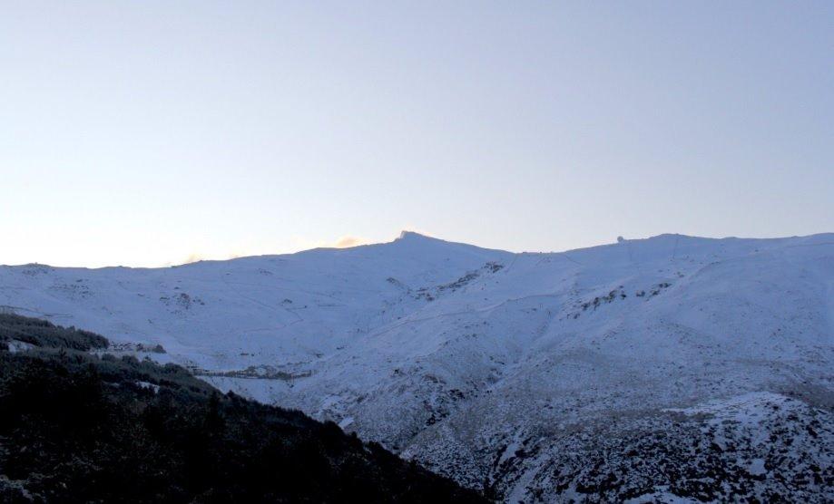 Cerrados el Puerto de la Ragua y el acceso a la Hoya de la Mora por acumulación de nieve