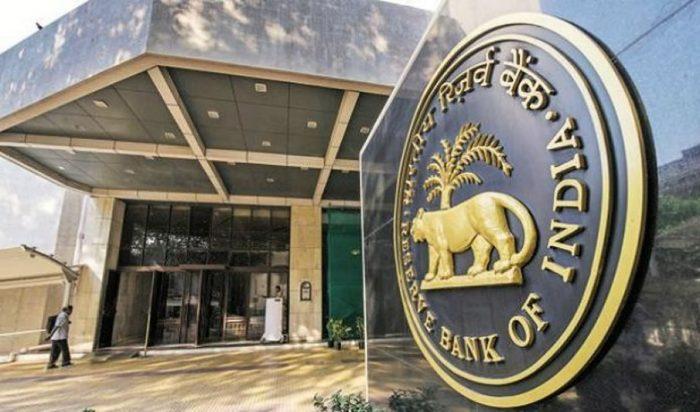 El banco central de India sorprende al mantener las tasas sin cambios y recorta el pronóstico de crecimiento