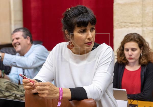 Los grupos frenan la petición de Rodríguez de bajar el sueldo a los diputados
