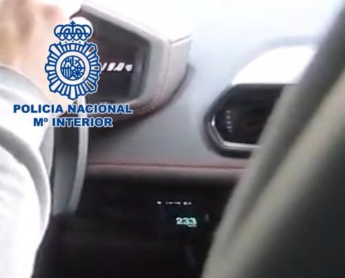 La Policía Nacional detiene a un 'youtuber' que se grabó conduciendo a 233 km/h