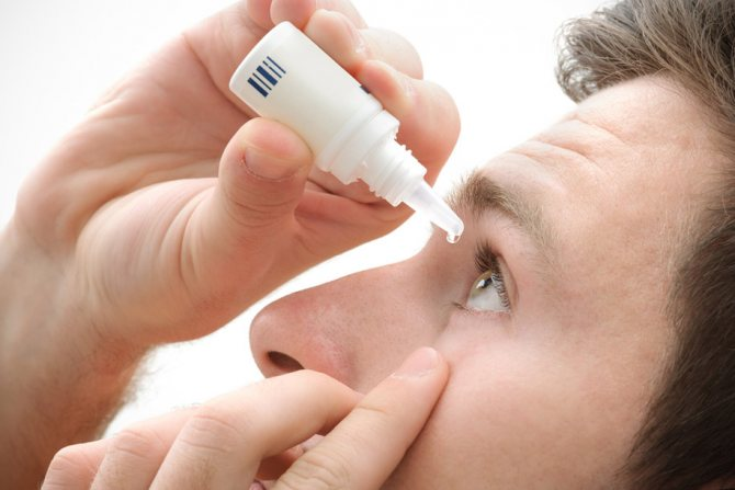 how to rinse your eyes with saline