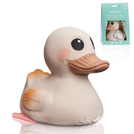 Hevea badeand i naturgummi er fremstillet uden skadelig kemi i et stykke, så du trygt kan lade din baby lege med den i og udenfor badet.
