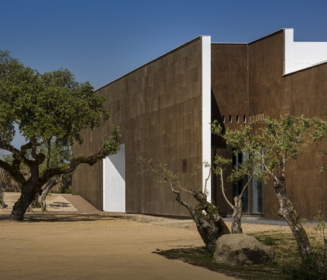 Ecorkhotel-Evora-Portugal-Jose-Carlos-Cruz-8-460x393