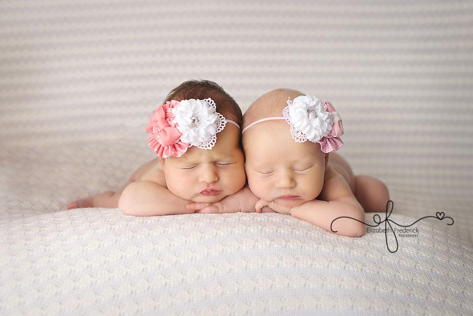Twin newborn photography session newborn twin pose idea wrap idea multiple photographer