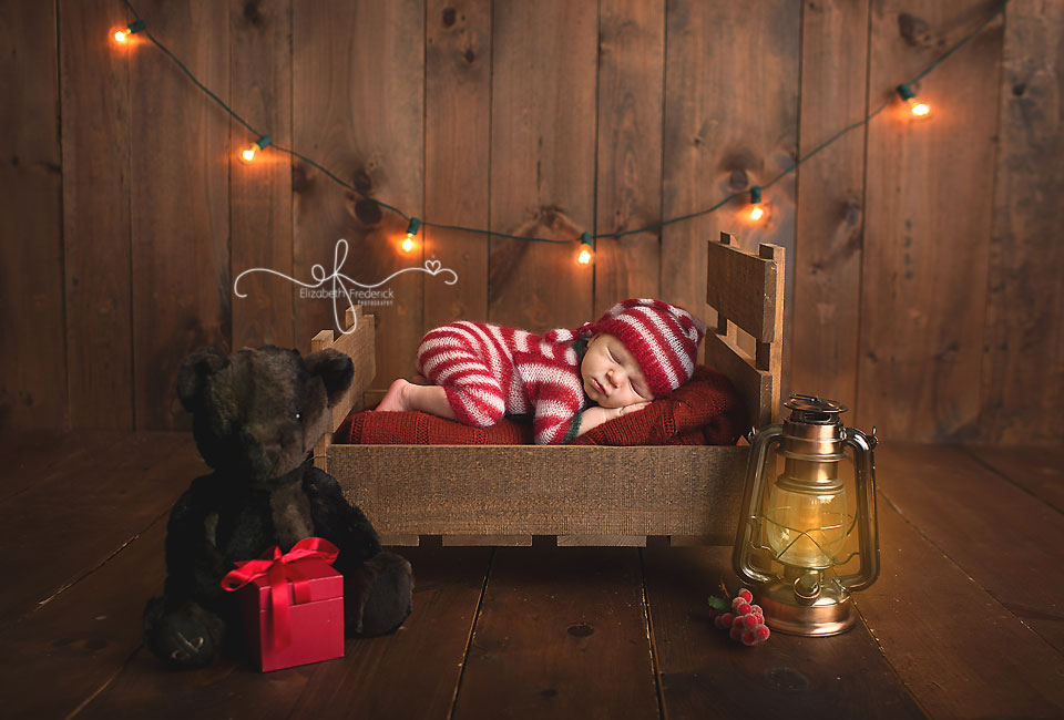 Christmas Newborn Photography Session | CT Newborn Photographer Elizabeth Frederick Photography