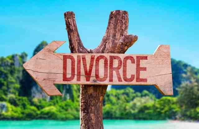 Divorce arrow with beach background